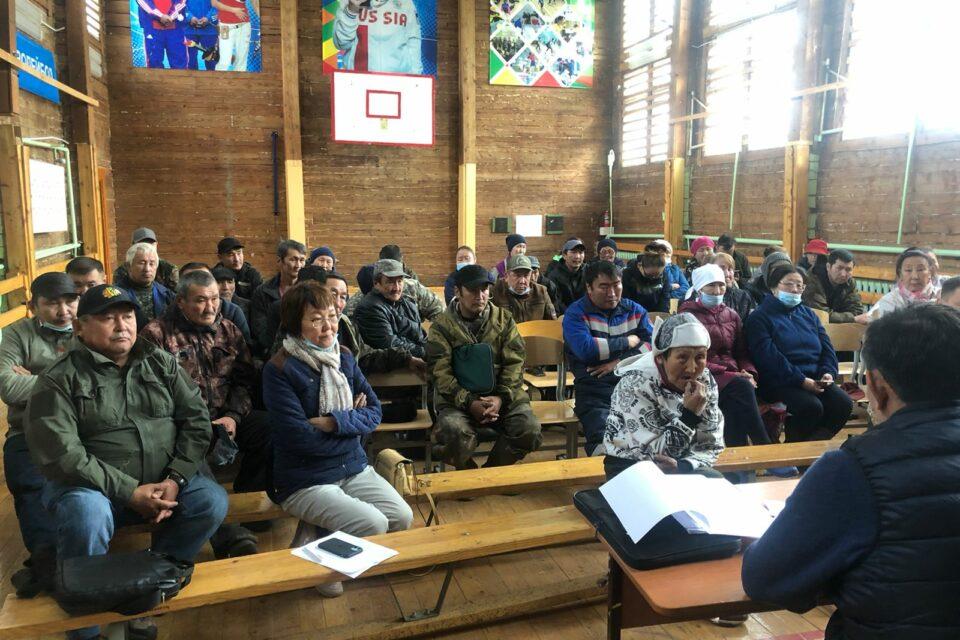 В селе Бясь-Кюёль Якутии заново отстроят коровники и завезут живность взамен погибшей
