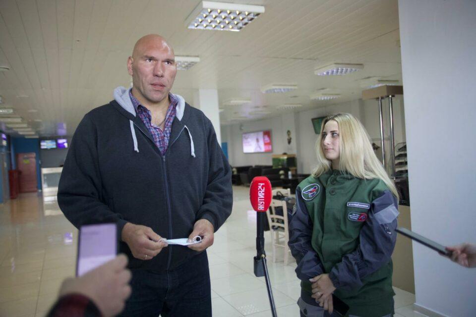 Николай Валуев и 75 добровольцев из 16 регионов РФ прибыли помогать в восстановлении села Бясь-Кюёль