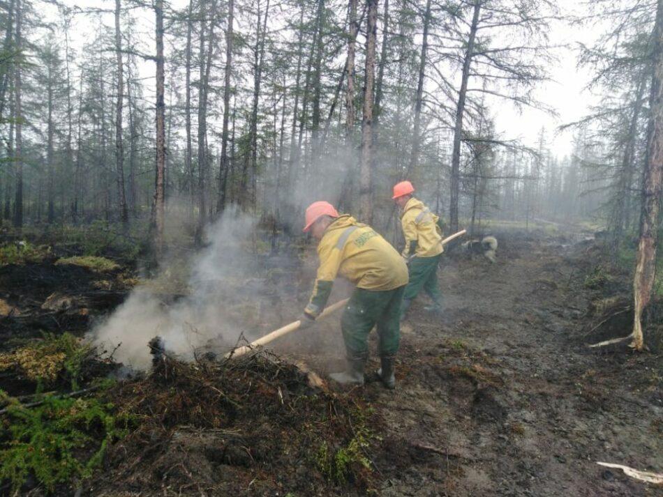 В Якутии на особом контроле находятся природные пожары возле трех населенных пунктов