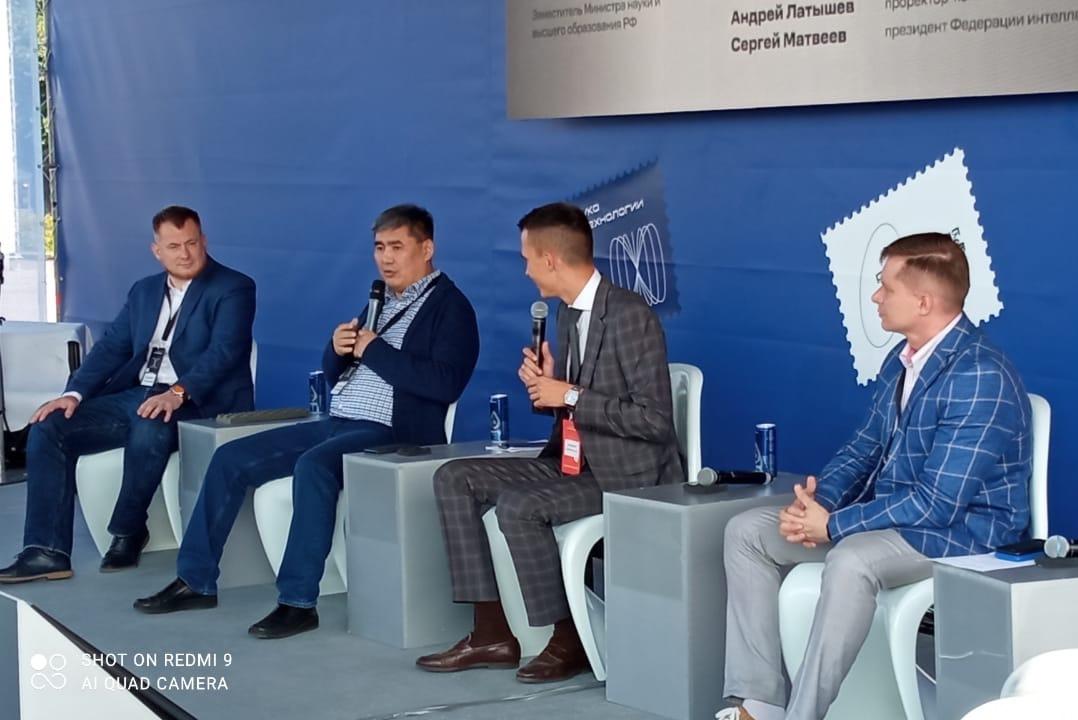 Ректор СВФУ Анатолий Николаев выступил на панельной дискуссии Международного фестиваля «Российская креативная неделя»