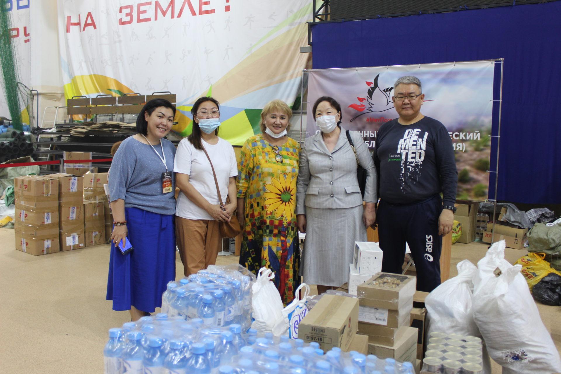 Антонина Григорьева передала благотворительную помощь парламента Добровольческому штабу по борьбе с лесными пожарами