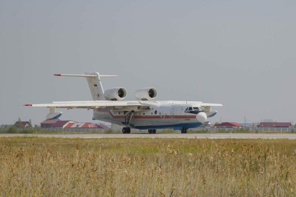 БЕ-200 приземлился в аэропорту Якутска