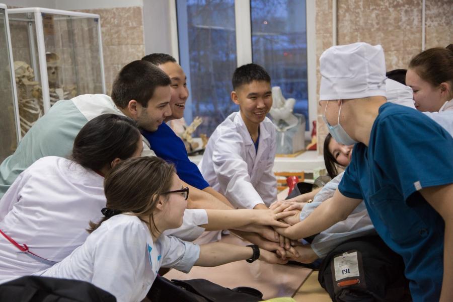 Университет – школам: Мединститут СВФУ открыл три медицинских класса в Хангаласском районе