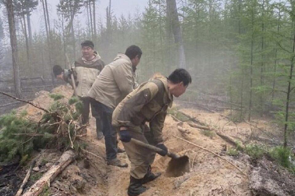 Сложная лесопожарная обстановка сохраняется в четырёх наслегах Намского улуса Якутии