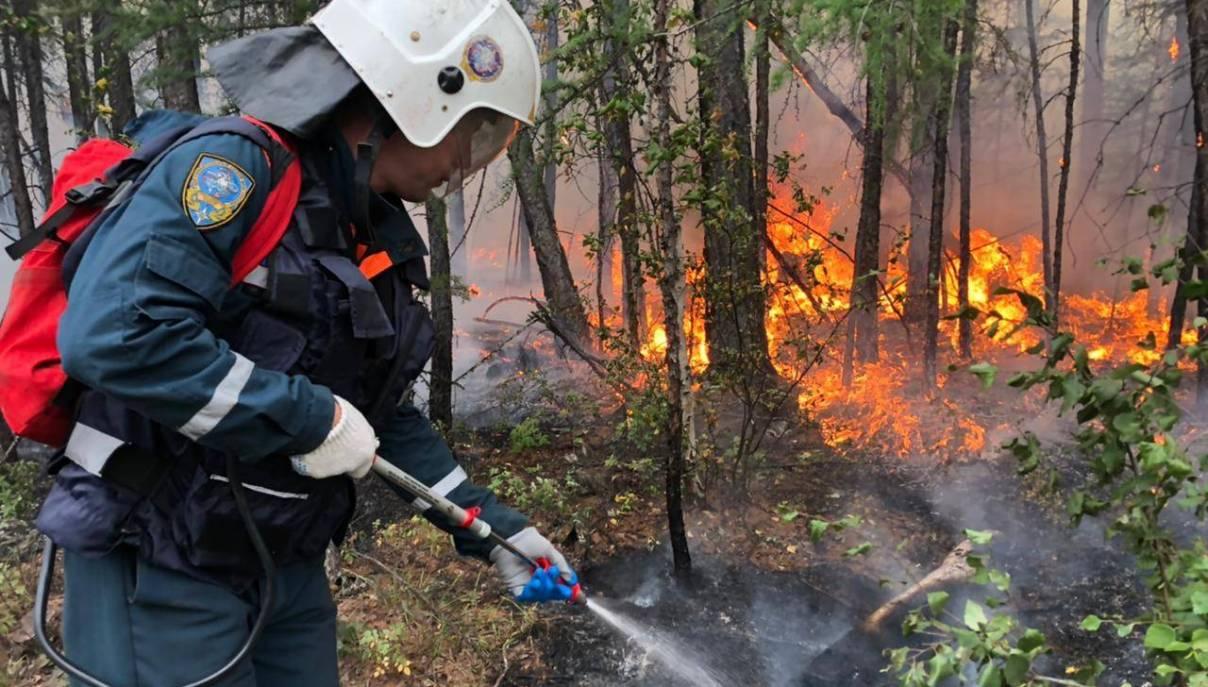 В Усть-Майском районе усиливается группировка по тушению пожаров