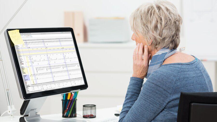 Михаил Мишустин: У пенсионеров могут возникнуть проблемы при получении услуг в цифровом формате
