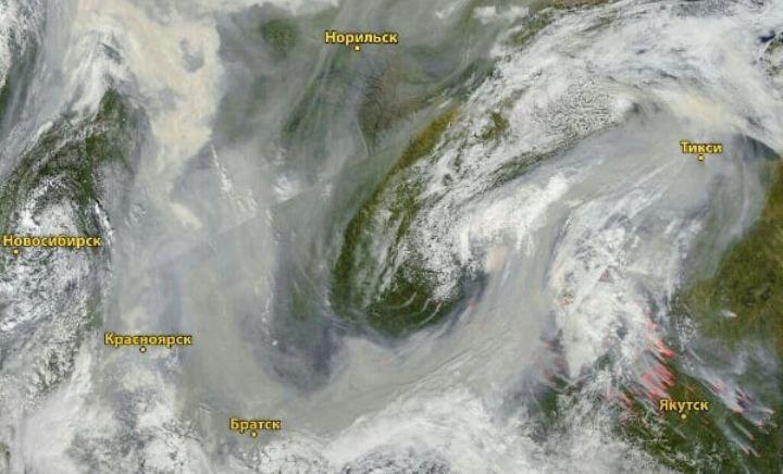 От дыма лесных пожаров в Якутии страдают и другие жители России