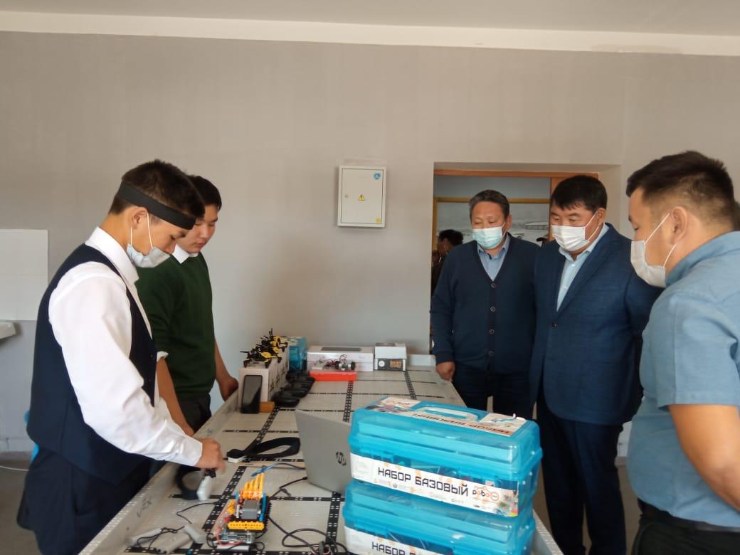 Народные депутаты посетили образовательные учреждения в Чурапчинском улусе