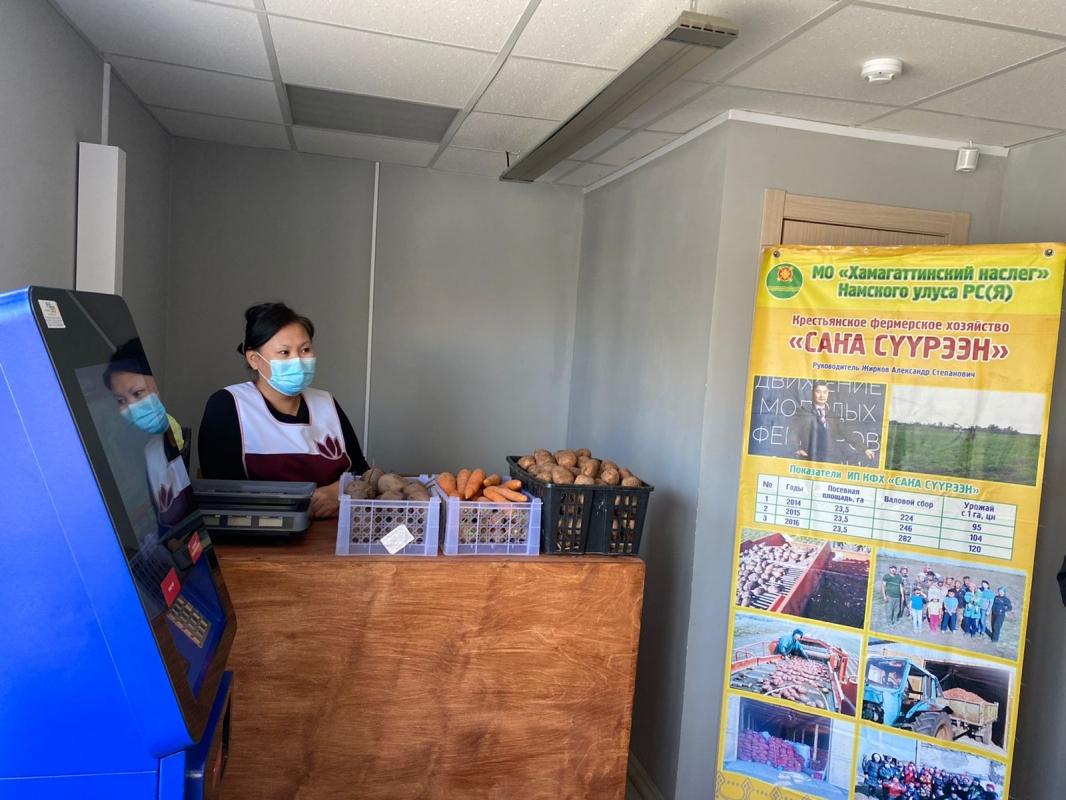 Первый магазин местной сельхозпродукции открылся в муниципальной теплой остановке в Якутске