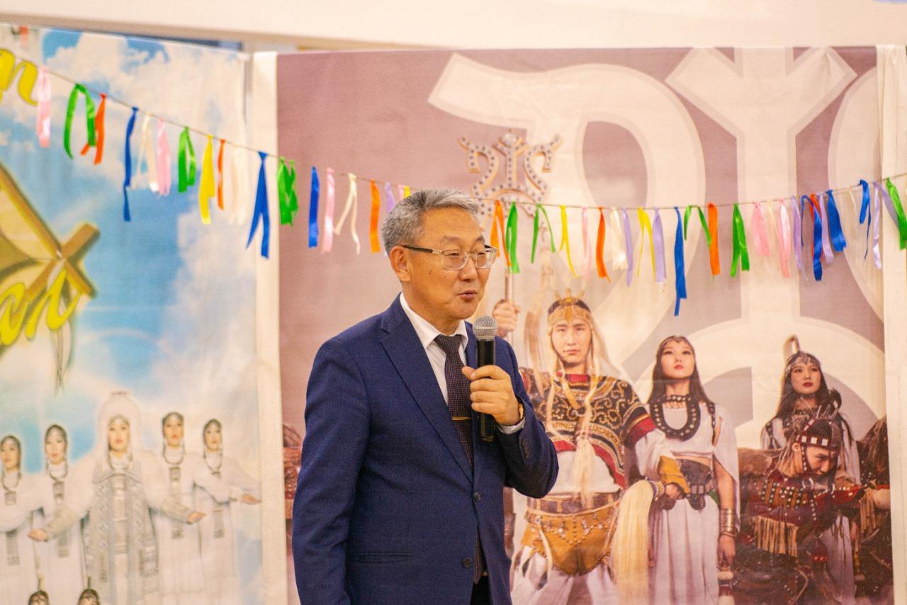 В АГАТУ представили книгу про основателя этно-фолк труппы «Сандал» Станислава Катакова