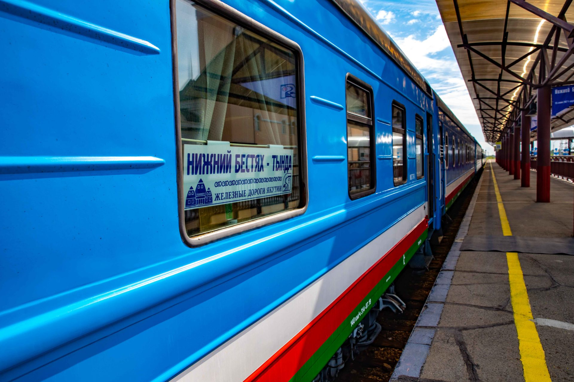 Парк пассажирских вагонов ЖДЯ пополнился купейным и плацкартным вагонами