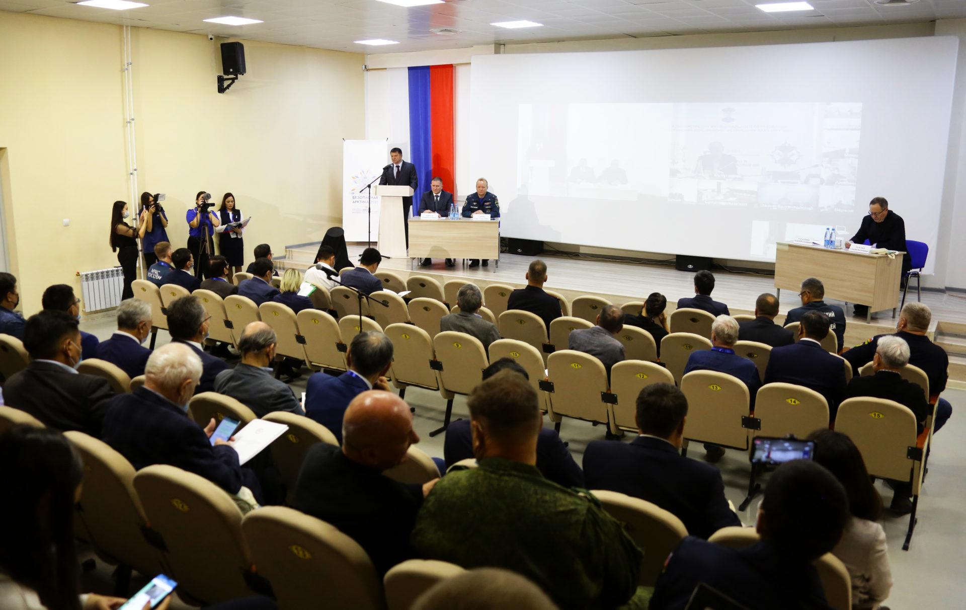 Состоялся круглый стол по вопросам предупреждения и ликвидации ЧС в арктических районах Якутии