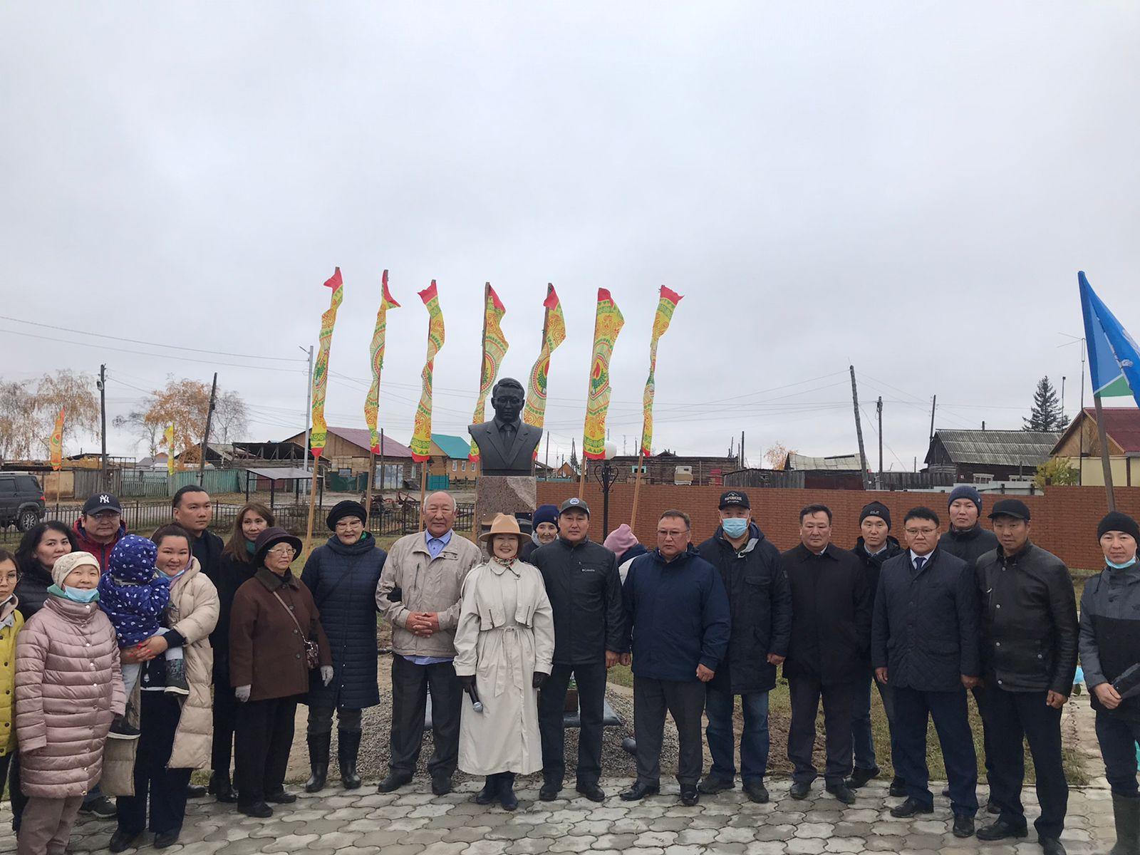 Андрей Находкин принял участие в открытии памятного бюста Айаала Степанова и чествовании огнеборцев в Мегино-Кангаласском районе