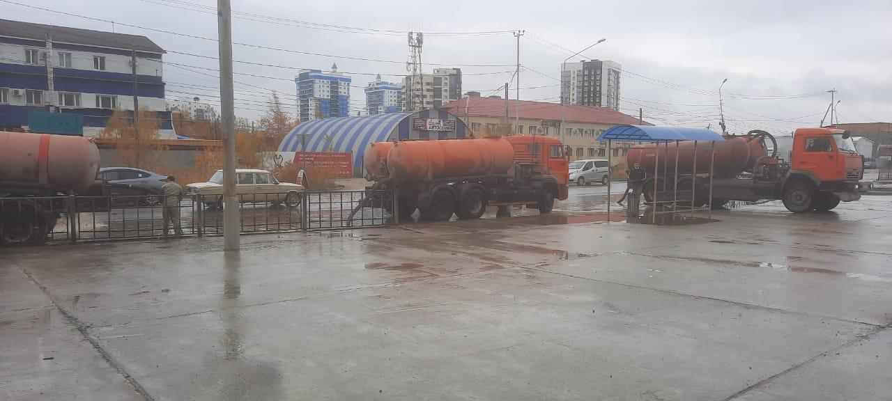Продолжается откачка дождевой воды с заниженных мест улиц Якутска