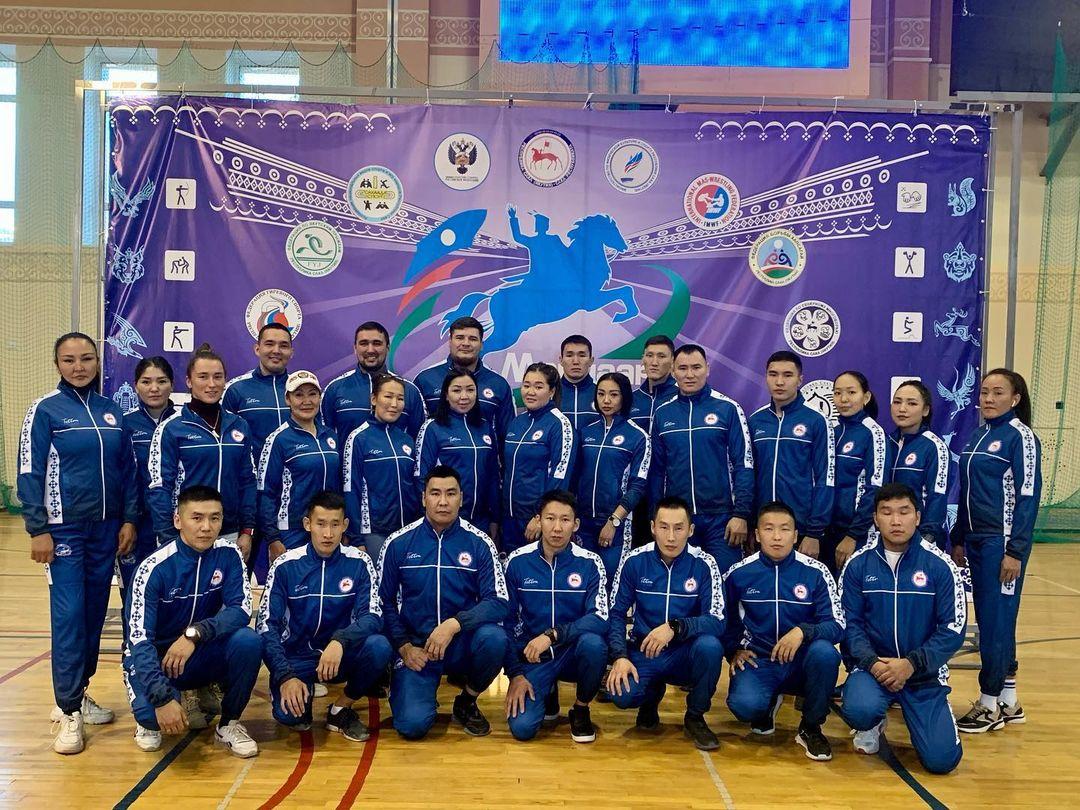 «Полярные авиалинии» поддержали сборную Якутии по мас-рестлингу