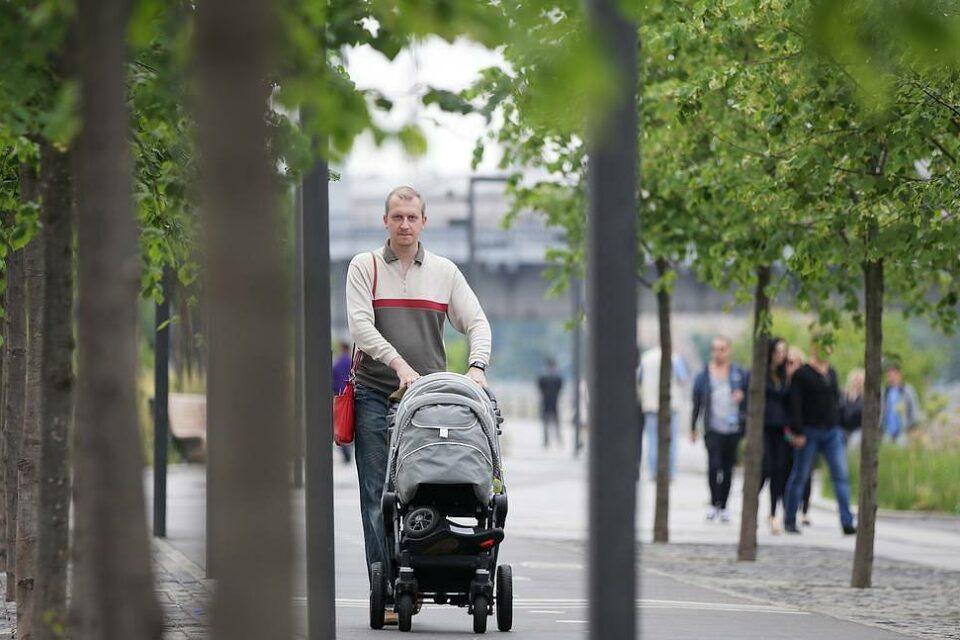 С 2022 года отцы детей от суррогатных матерей смогут получать маткапитал