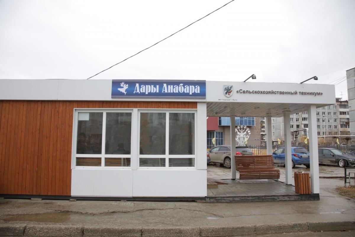 На улице Пояркова открылась новая теплая остановка «Сельхозтехникум»
