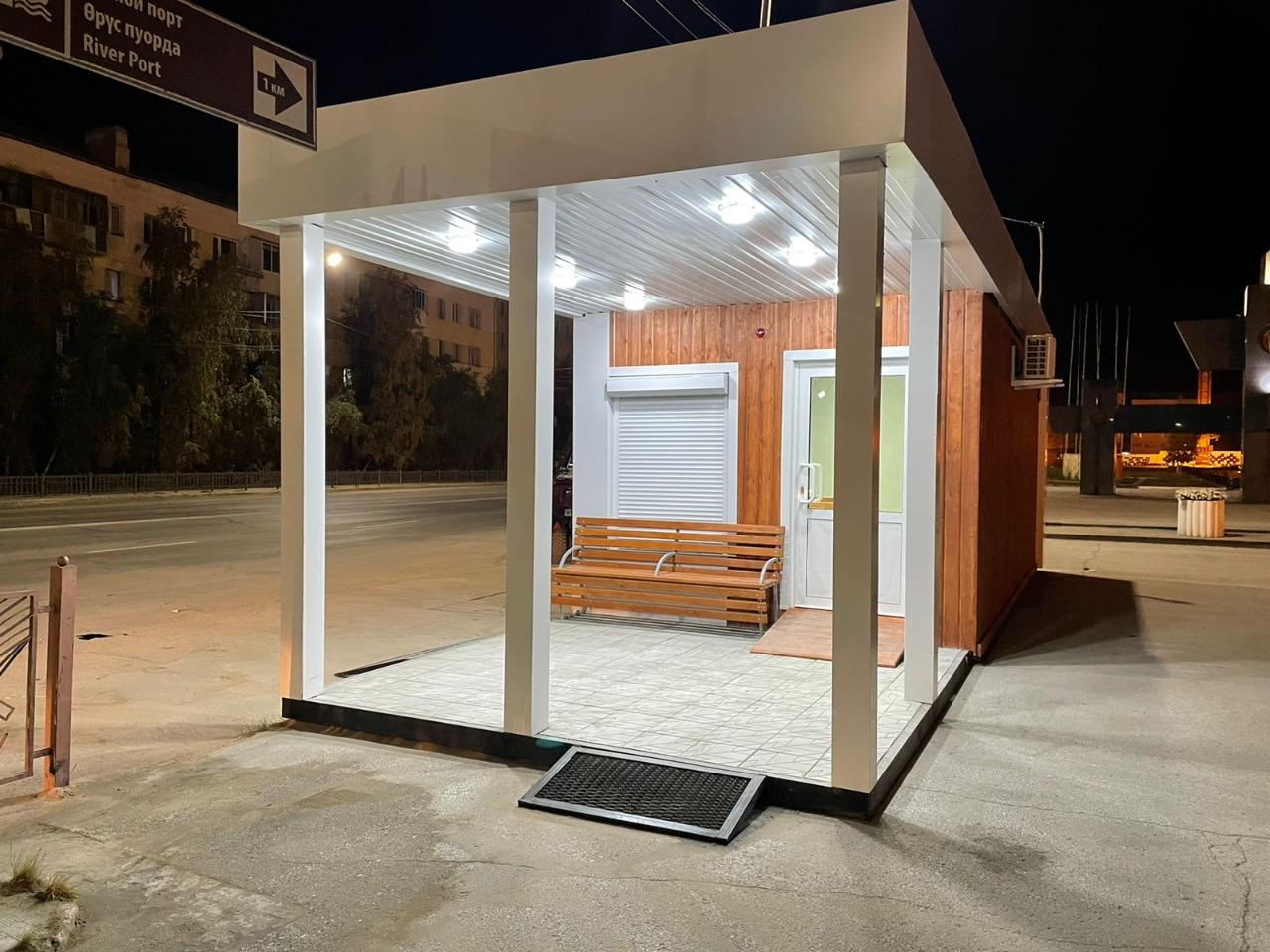 В Якутске построили 20 теплых автобусных остановок