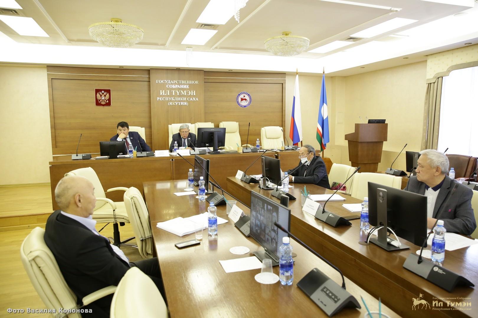 В Ил Тумэне прошло заседание комитета по государственному строительству и законодательству