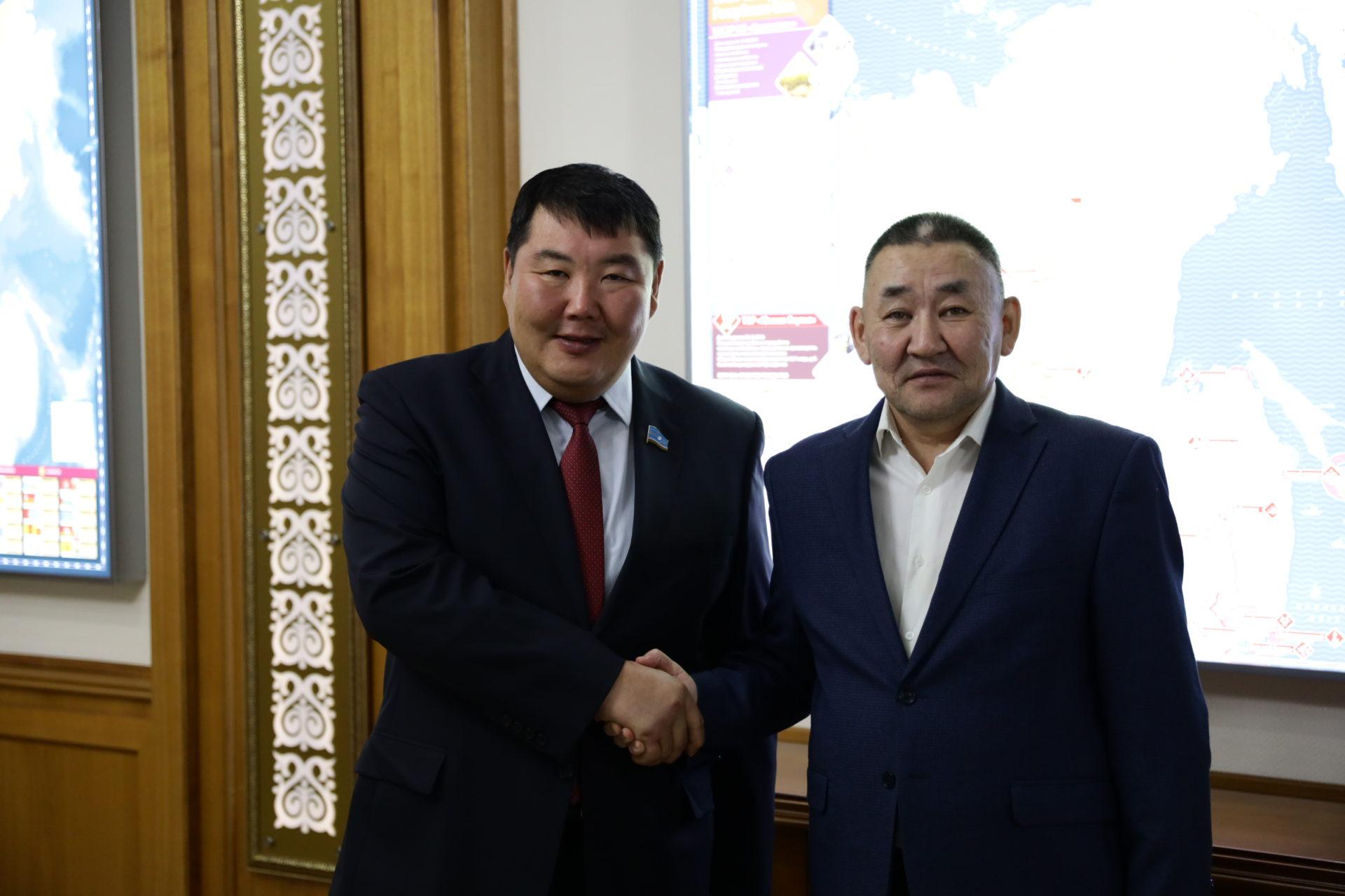 Председатель Ил Тумэна Алексей Еремеев встретился с депутатом Государственной Думы Петром Аммосовым
