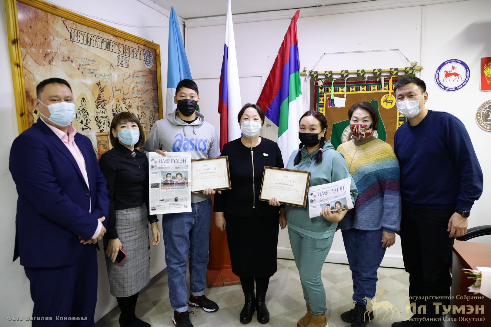 Народные депутаты Якутии и сотрудники аппарата Ил Тумэна оказали денежную помощь семьям, пострадавшим от пожара в селе Бясь-Кюель