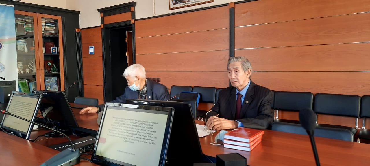 Профессор Афанасий Чугунов презентовал монографию о развитии скотоводства в Якутии