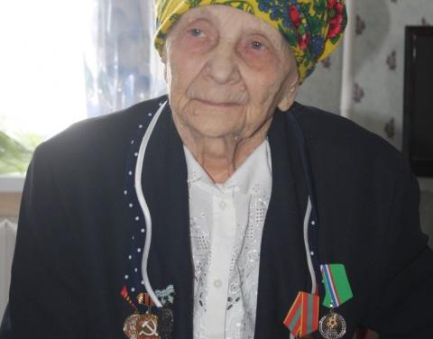 95 саастаах Евгения Суворова