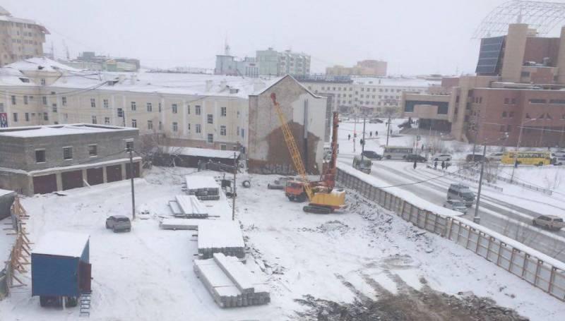 Строительство дома возле площади Орджоникидзе будет приостановлено
