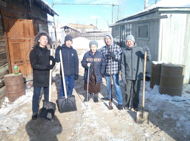 Добровольцы столицы продолжают оказывать адресную помощь пенсионерам и ветеранам