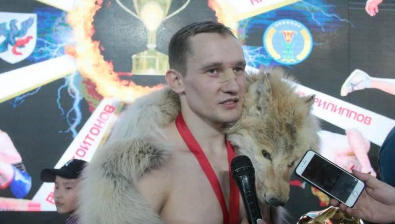 Кубок чемпиона, волчья шкура и 300 тысяч рублей достались хангаласскому боотуру