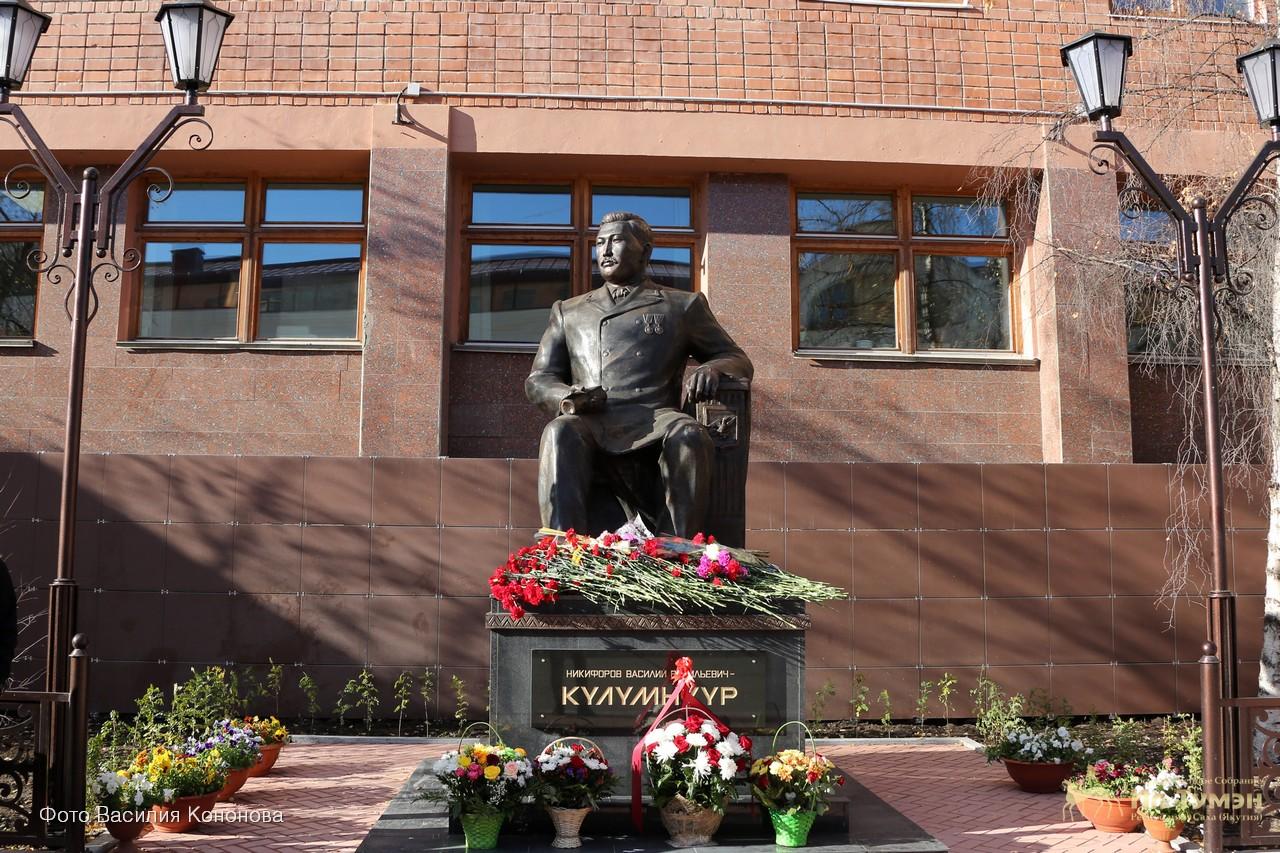 В день рождения Василия Никифорова – Кюлюмнюр состоится возложение цветов к его памятнику