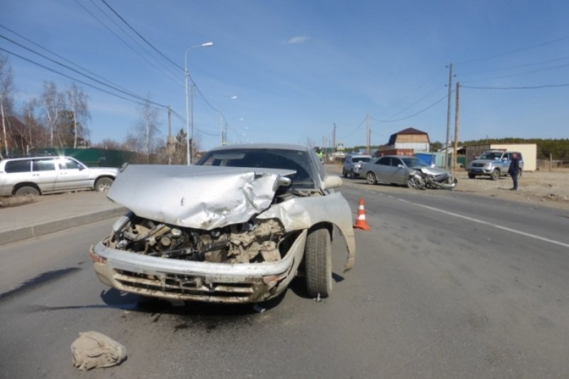 Покровском тракте произошло лобовое столкновение двух автомобилей