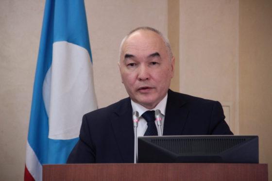 Глава Вилюйского улуса перед выборами сменил «политический окрас»