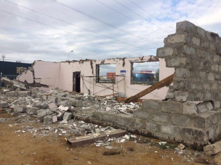Окружная администрация города Якутска продолжает снос объектов самовольной постройки.