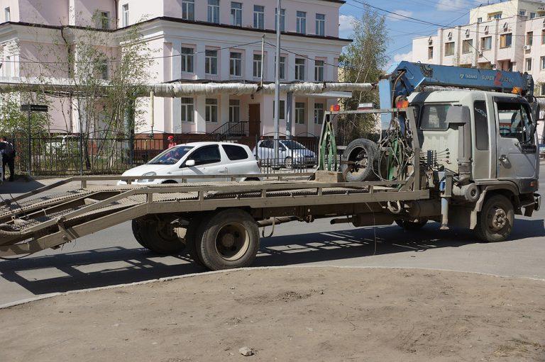 Управление дорог провело рейд по парковочным местам Якутска
