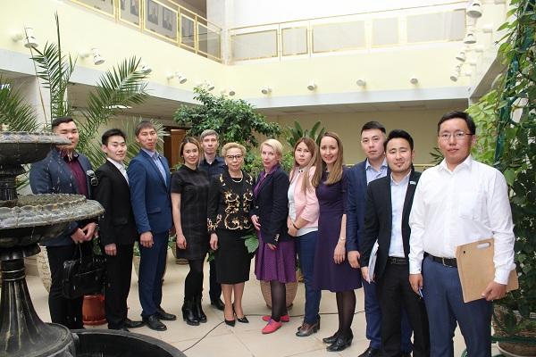 Молодые парламентарии Якутии  обратились к Галине   Данчиковой  за советом