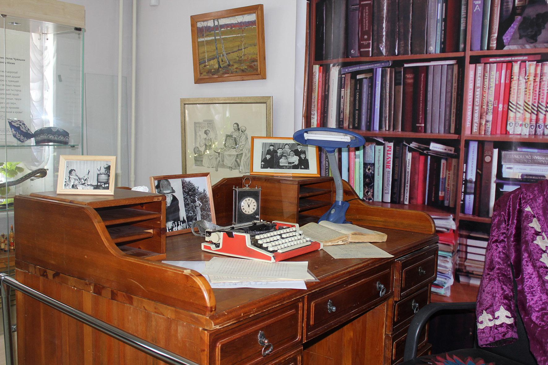 В Якутском музее закрывается выставка «Муза и поэт» семьи Руфовых