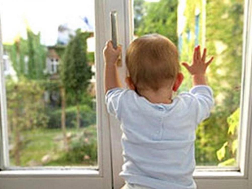 В Якутии воспитателю детского сада, допустившей падение ребенка с 3 этажа, грозит срок до 4 лет