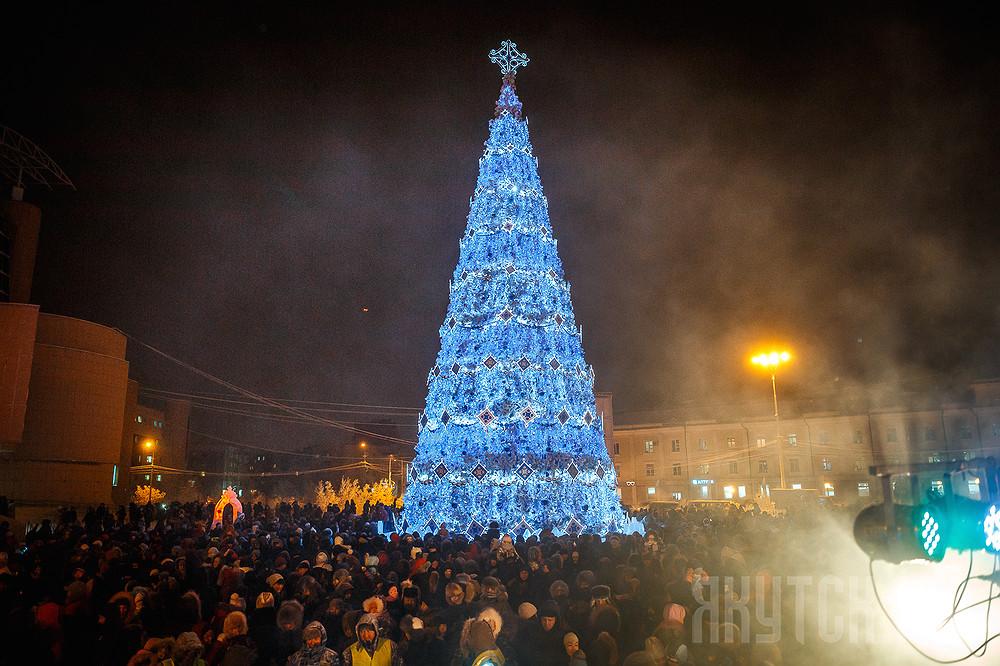 В Якутске зажглись огни Новогодних Елок