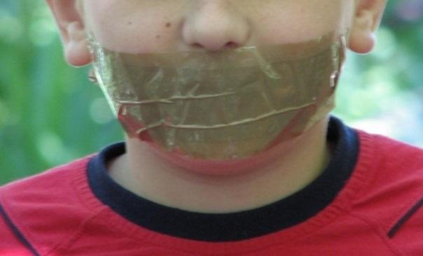В Якутии вынесен приговор воспитателю детсада, заклеившей детям рты скотчем