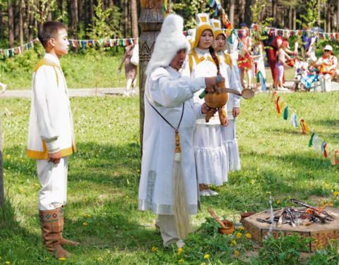 Чорон, наряд невесты и наскальные рисунки: в Якутии отбирают бренды республики