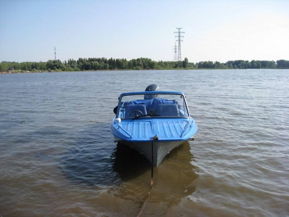 Трое рыбаков не могут вернуться домой из-за шторма на реке