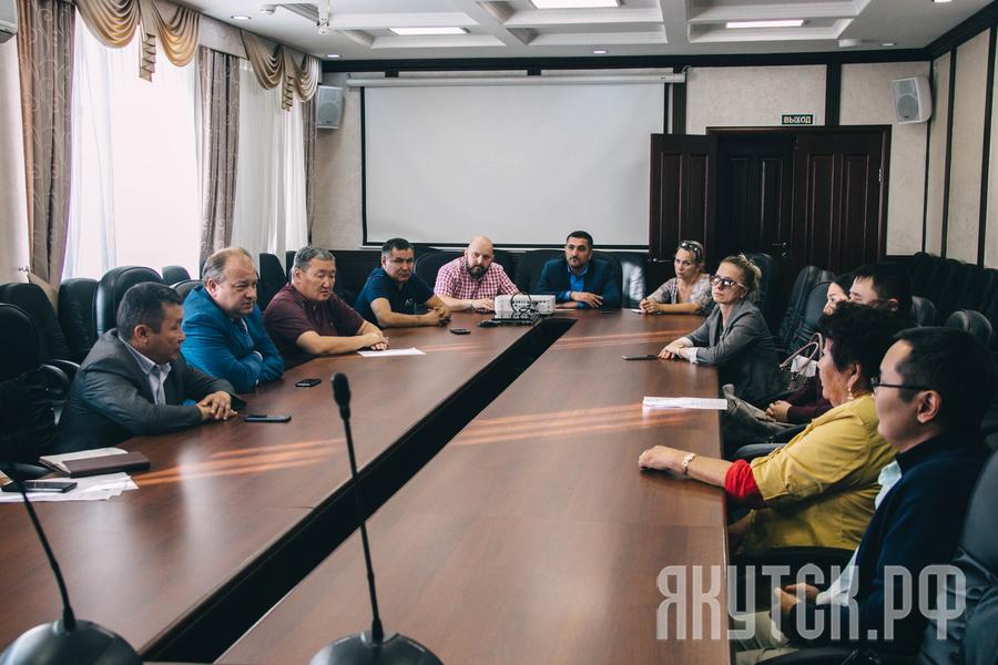 В Окружной администрации состоялась встреча с дольщиками многоквартирного дома по улице Короленко