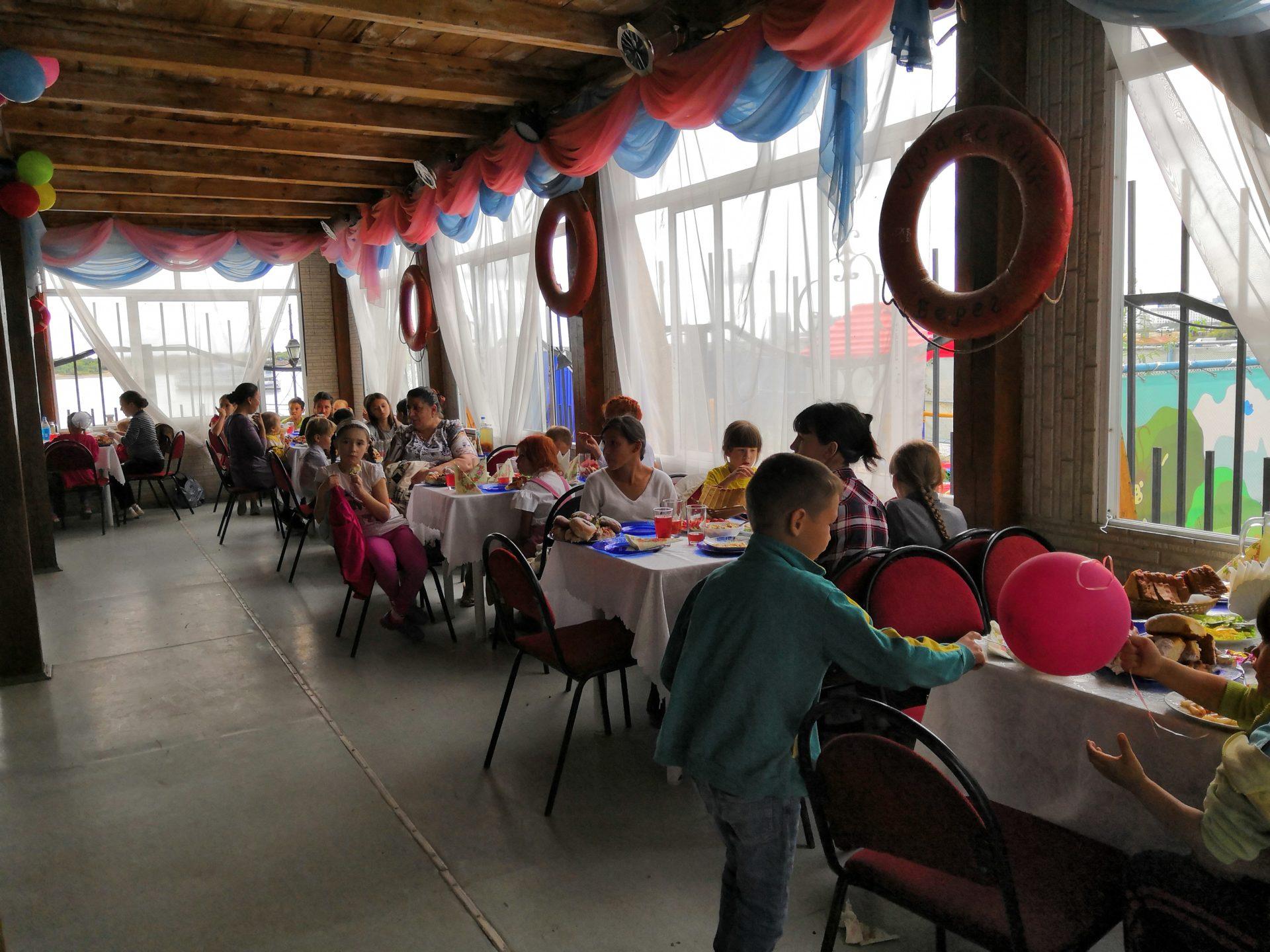Акция «Собери ребенка в школу» в честь Дня рождения первой социальной столовой