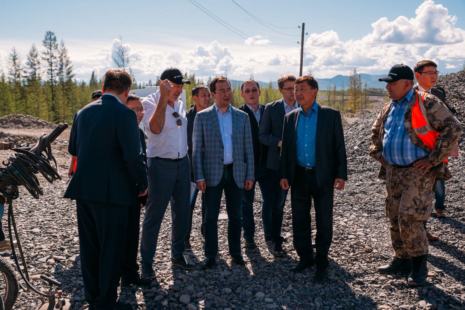 Айсен Николаев оценил перспективы развития золотодобывающей отрасли Оймяконского района