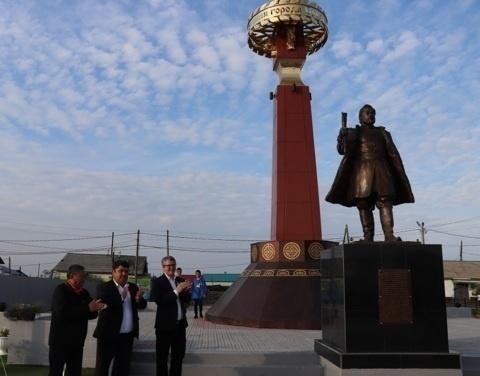 В Среднеколымске открыты сквер Славы и скульптурная композиция, посвященная 375-летию города