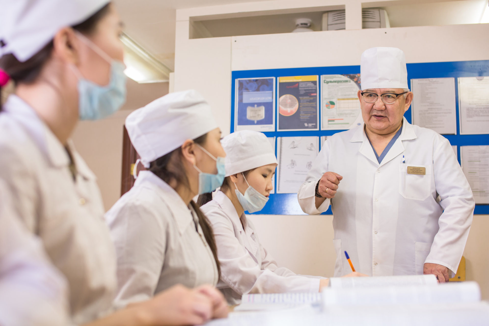 Интервью профессора медицины: «Ключ к выздоровлению пациента всегда будет сокрыт именно в общении врача с больным»