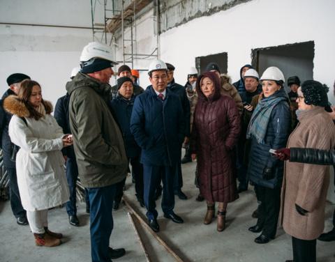 Айсен Николаев проверил ход строительства социальных объектов Якутска