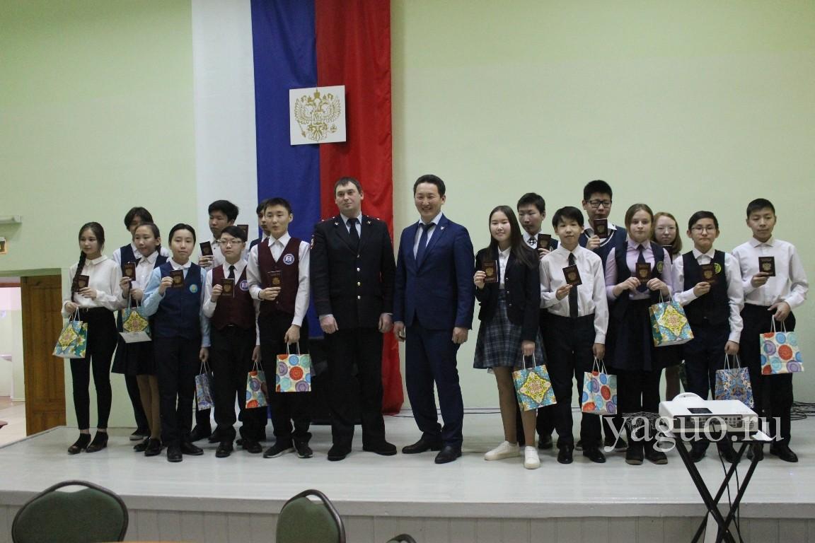 В честь Дня защитника Отечества школьникам вручили паспорта