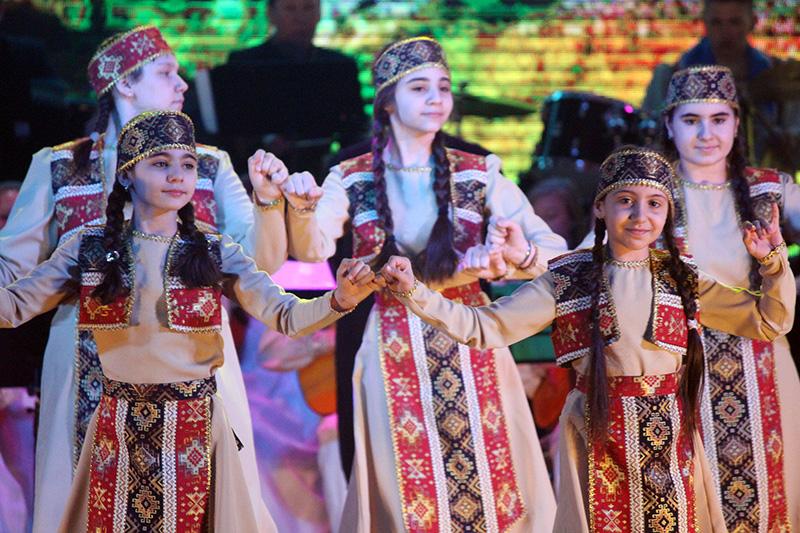 В Якутске представили театрализованный концерт «Вместе дружная семья»